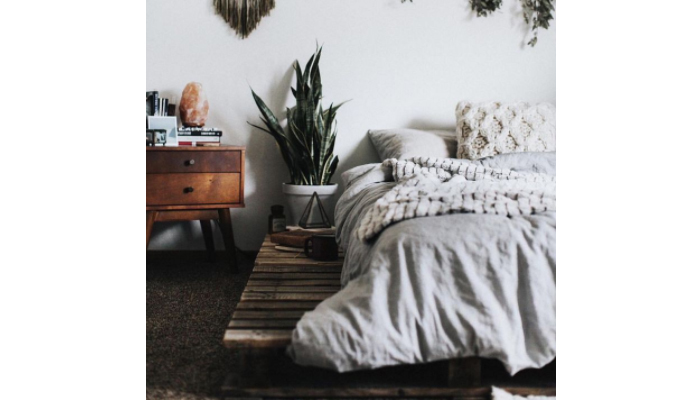 TDy-Corners-decorate-bed-room-with-wood