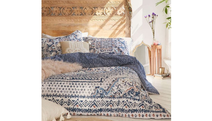 TDy-Corners-decorate-bedroom-with-bohemian-by-using-low-bed