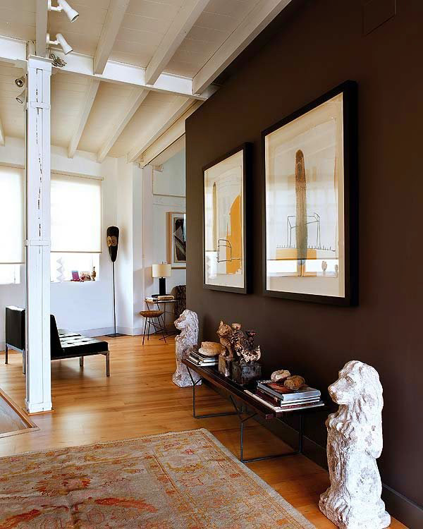 TDy-Corners-decorating-the-wall-in-contrasting-colors-2