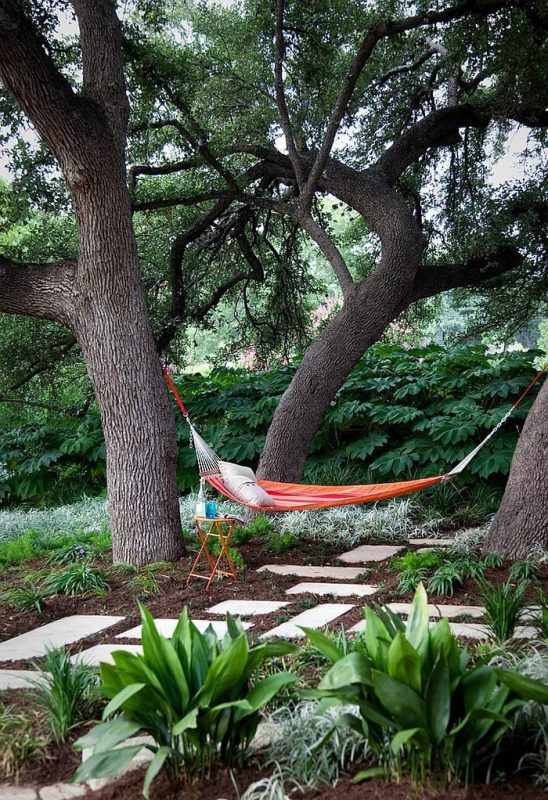 TDy-Corners-home-decorating-idea-with-hammock