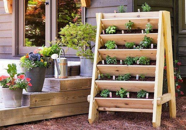 TDy-Corners-vertical-garden-by-using-shelves-1