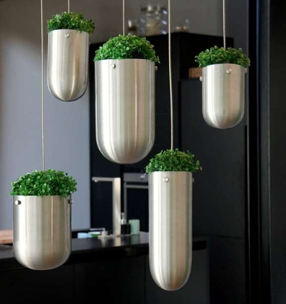 TDy-Corners-vertical-garden-with-hanging-2