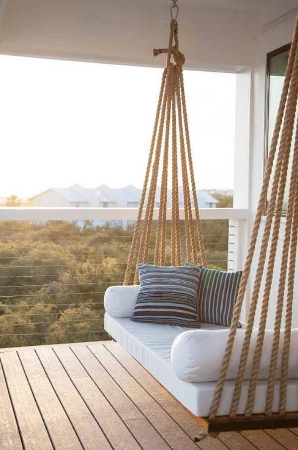 TDy-Corners-way-to-decorate-small-balcony-13