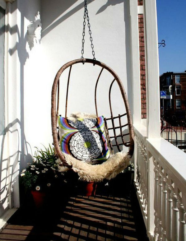 TDy-Corners-way-to-decorate-small-balcony-14