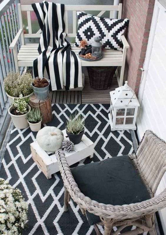 TDy-Corners-way-to-decorate-small-balcony-19