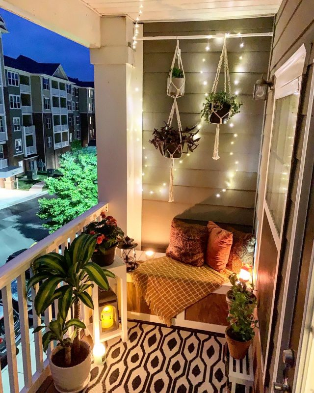 TDy-Corners-way-to-decorate-small-balcony-22