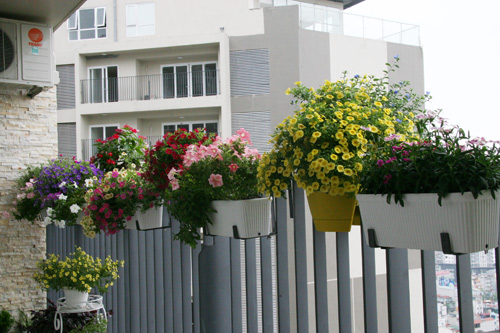 TDy-Corners-way-to-decorate-small-balcony-23