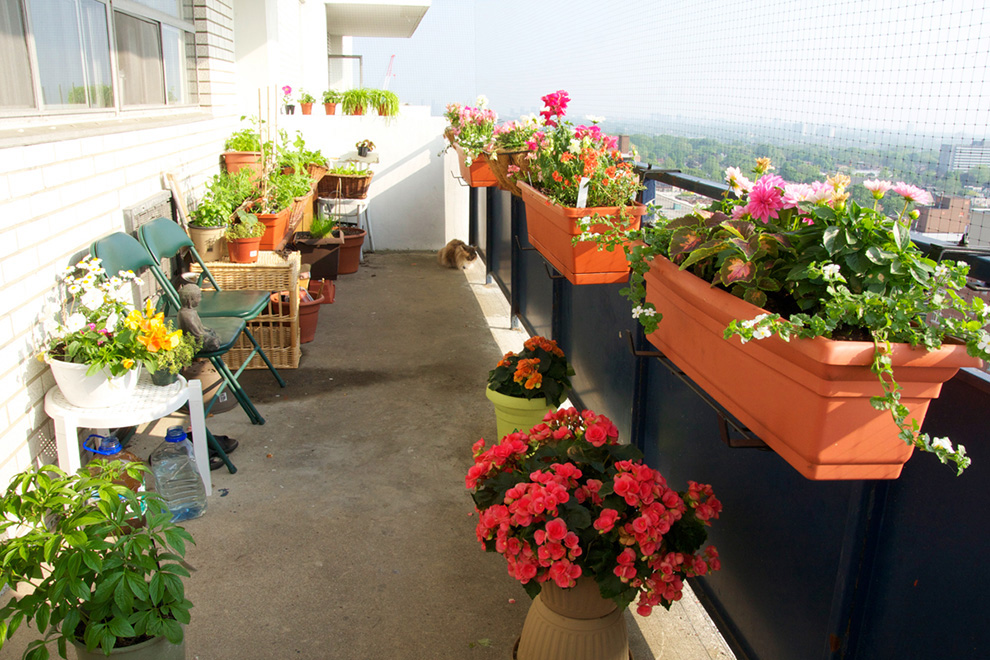 TDy-Corners-way-to-decorate-small-balcony-24