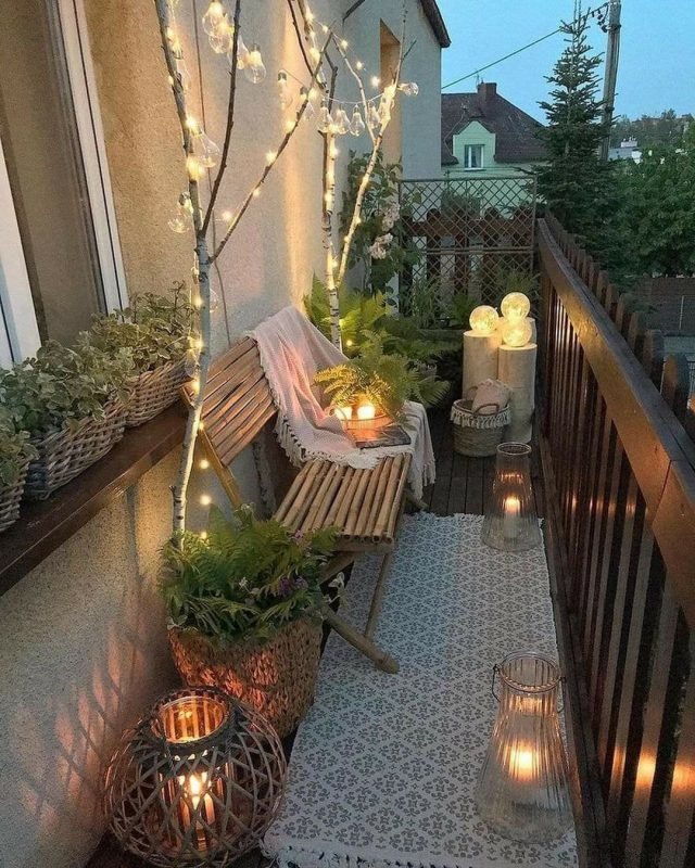TDy-Corners-way-to-decorate-small-balcony-25