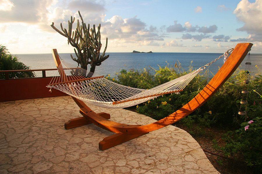 TDy-Cornners-decorating-backyard-with-hammock